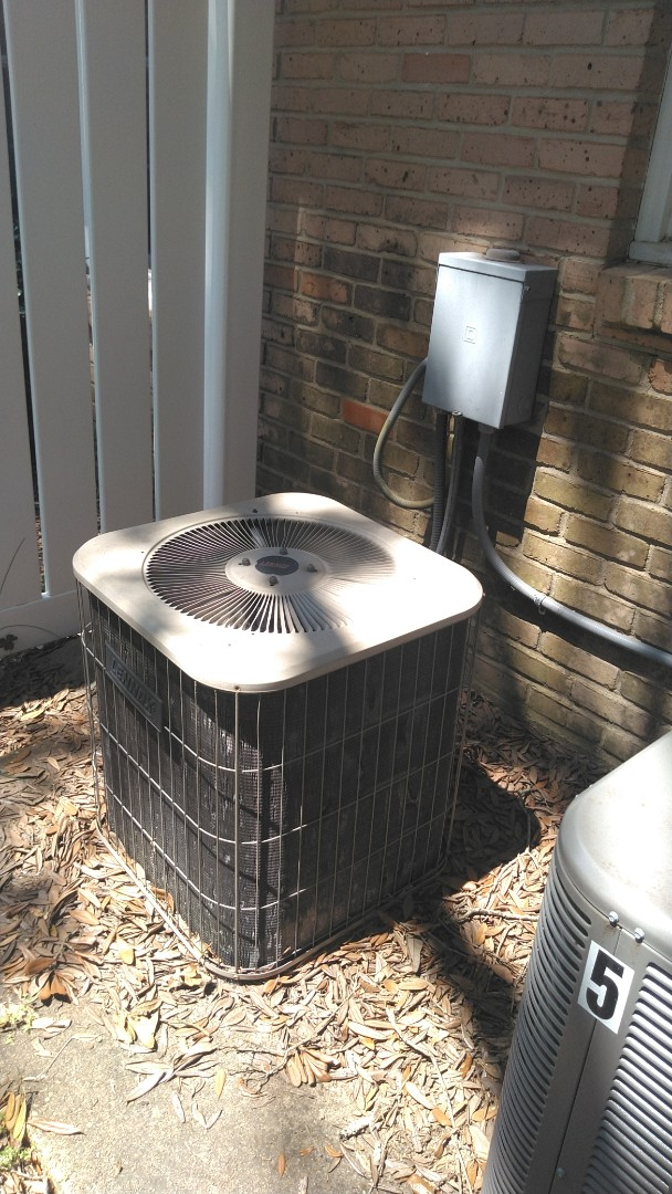 Ville Platte, LA - Did service call on Lennox system and added frenon.