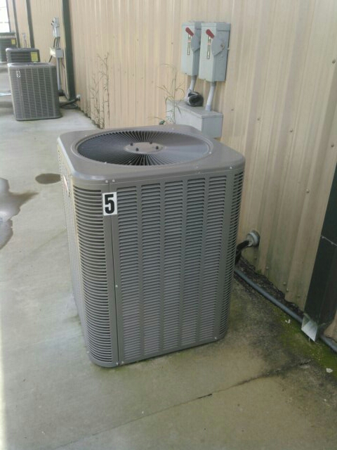 Basile, LA - Did service call on Lennox unit and added Freon.