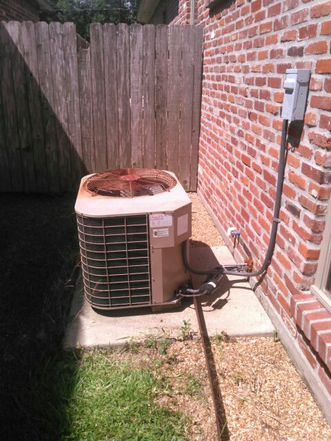 Lafayette, LA - Did service call on luxaire unit and added Freon.