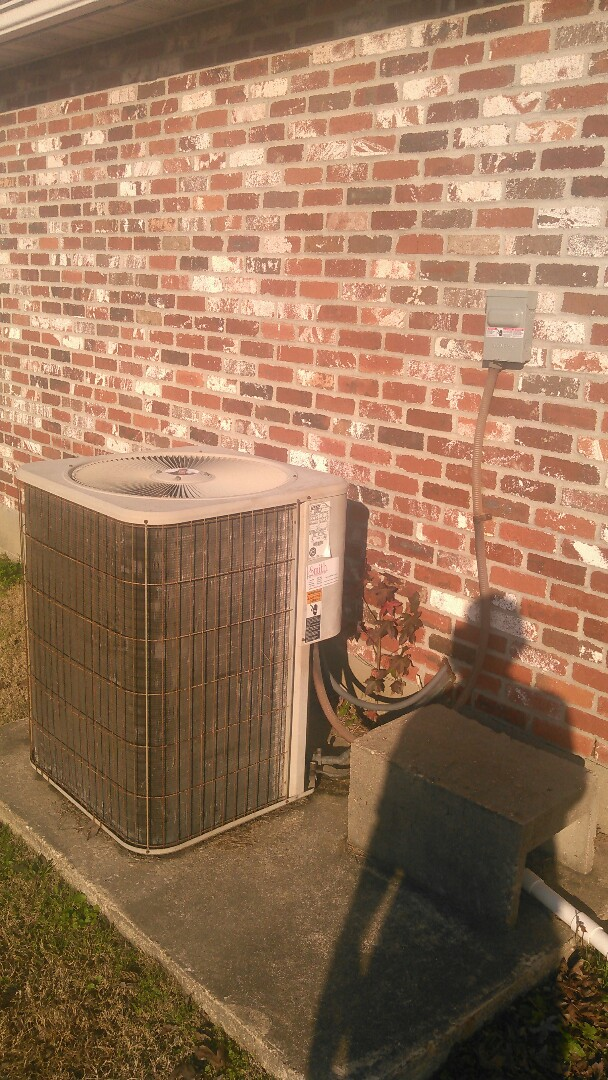 Elton, LA - Did service call on Lennox unit and replace disconnect non fused box.