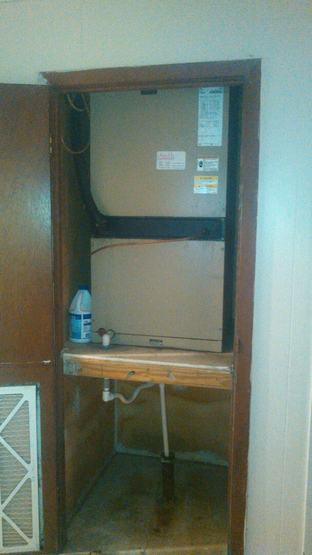 Ville Platte, LA - Did service call on luxaire  unit and replace dual run capacitor.