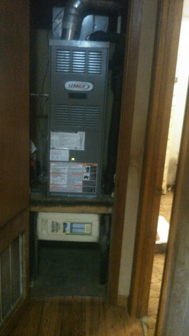 Ville Platte, LA - Did heating tune up on Lennox heater and replace filter.