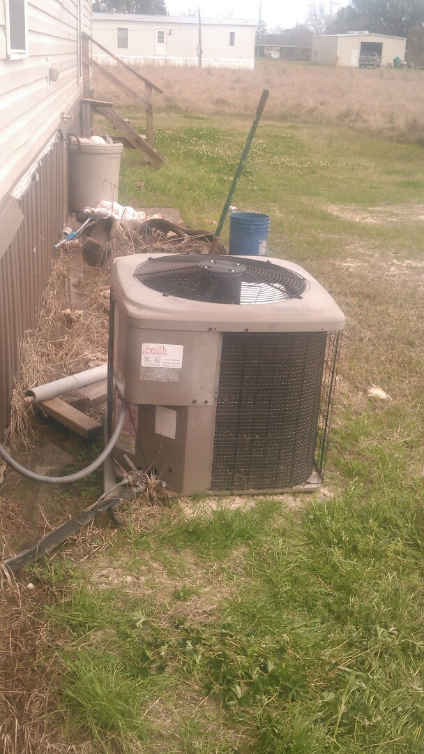 Eunice, LA - Did service call on mobile home trailer unit and added Freon.