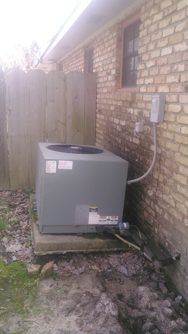 Ville Platte, LA - Did service call on rudd unit and added Freon.