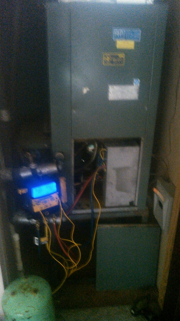 Eunice, LA - Did service call on Lennox unit and added Freon and repaired loose insulation on ah.