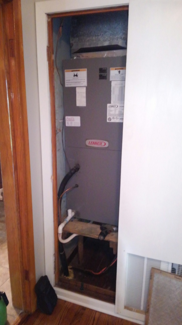 Ville Platte, LA - Did service call on Lennox system and replace dual run cap.