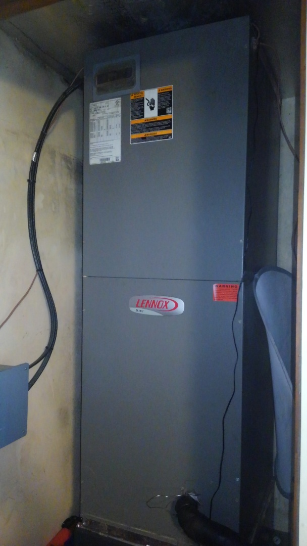 Basile, LA - Preventative maintenance on a Lennox system.