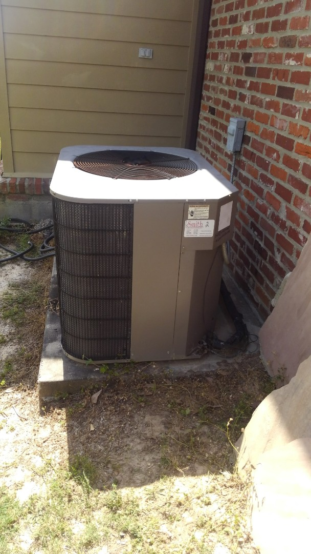 Eunice, LA - Did cooling tune up on York units and added frenon.