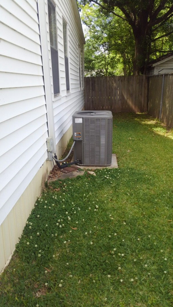 Alexandria, LA - Did service call on Lennox system and sealed air leaks.