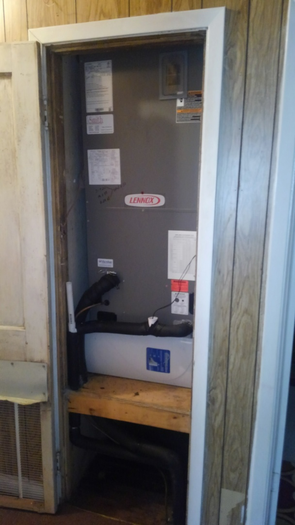 Ville Platte, LA - Did service call on Lennox system and checked filter.
