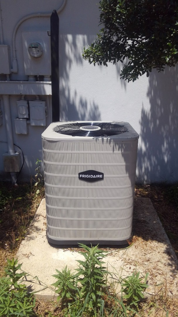 Eunice, LA - Did service call on Frigidaire unit and added frenon.