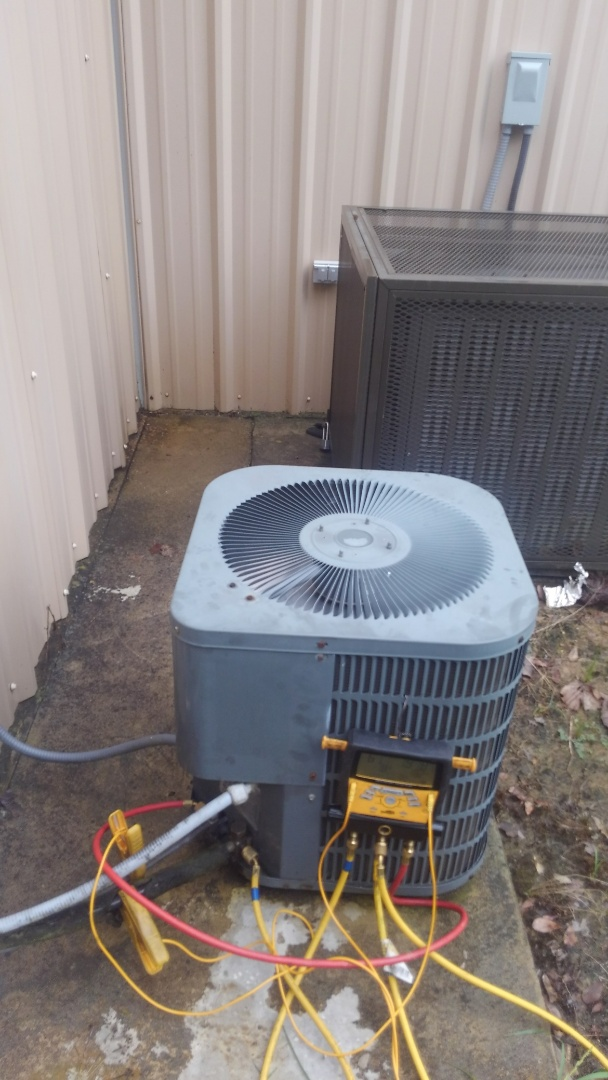 Pine Prairie, LA - Did cooling tune up on Lennox system and replace dual run capicator.