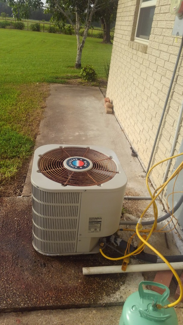 Arnaudville, LA - Did service call on Frigidaire unit and added frenon.