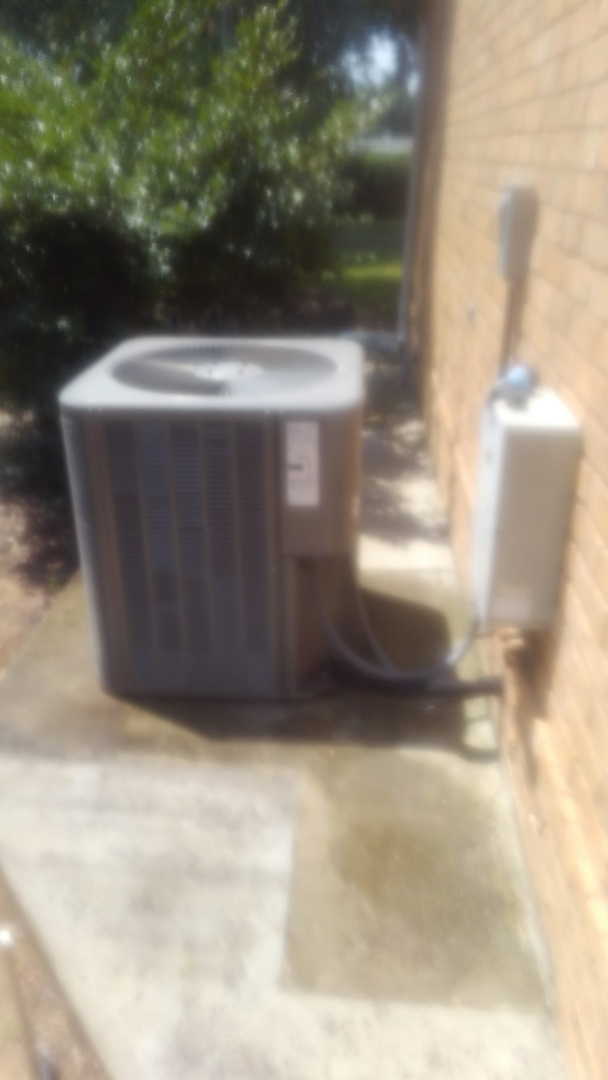 Mamou, LA - Did cooling tune up on Lennox system  and adjusted charge.