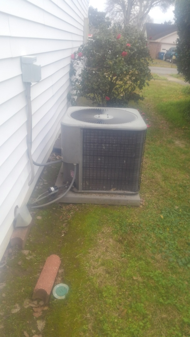 Lafayette, LA - Did service call on Lennox system and price out the compressor and new unit.