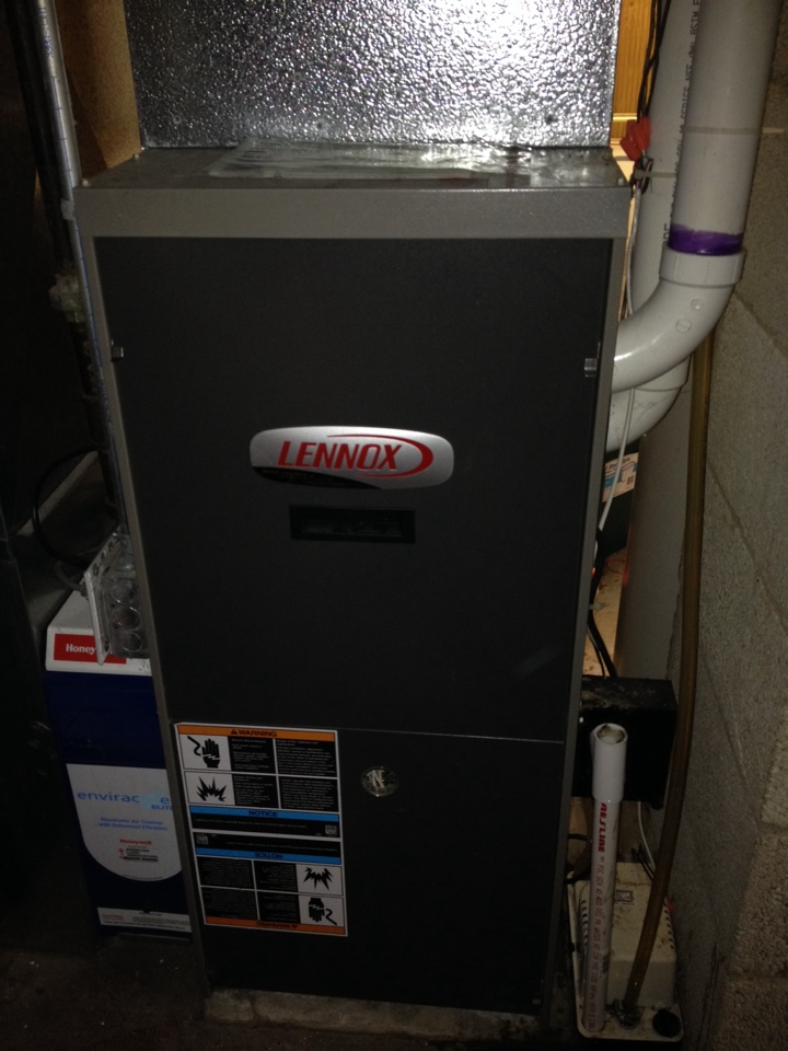 Maplewood, MN - Tune up on a Lennox furnace.