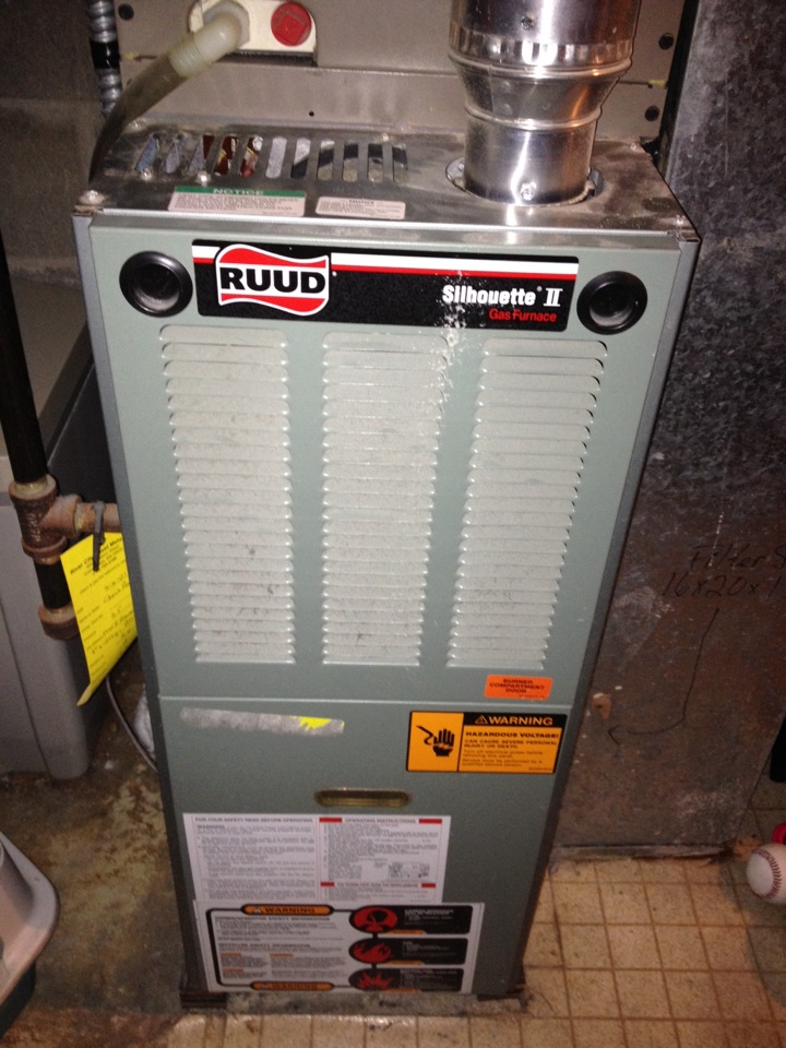 Fridley, MN - Tune up on a Ruud furnace.