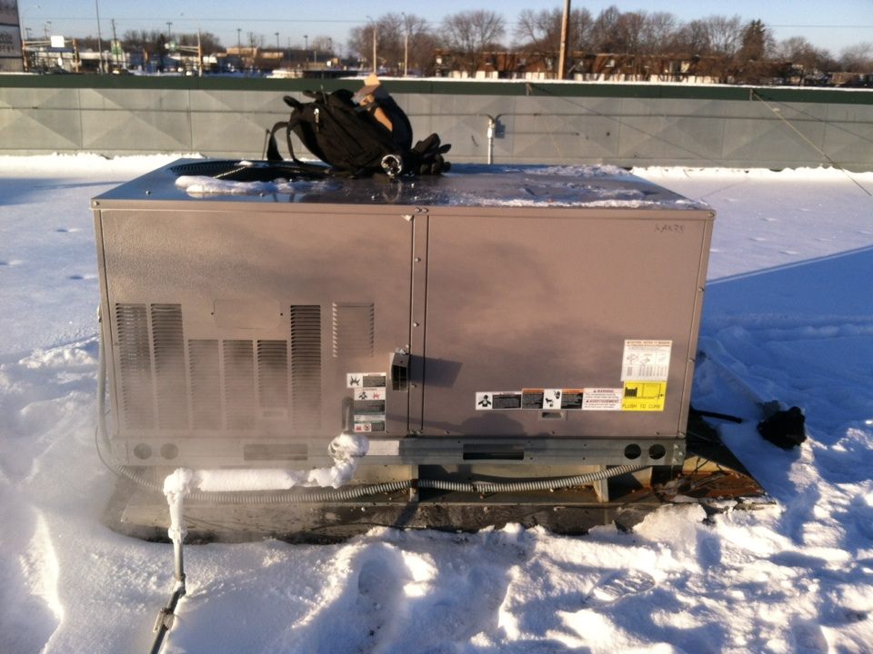 New Hope, MN - Service call on a Carrier rooftop unit. Replaced economizer control board.