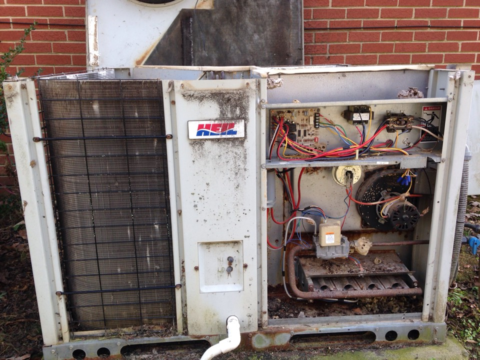 Anderson, AL - Tune up on Heil gas package unit.