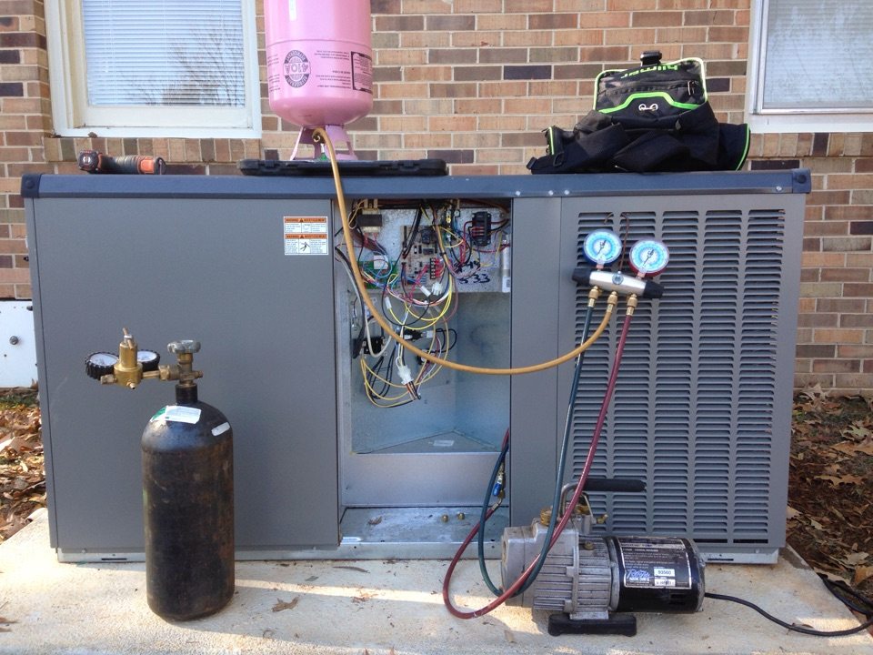 Mount Hope, AL - Replacing outdoor TXV on Lennox package heat pump.