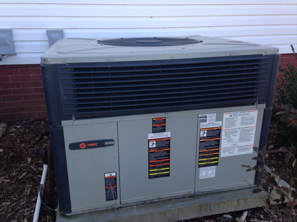 Lawrenceburg, TN - Tune up on a Trane duel fuel package unit.