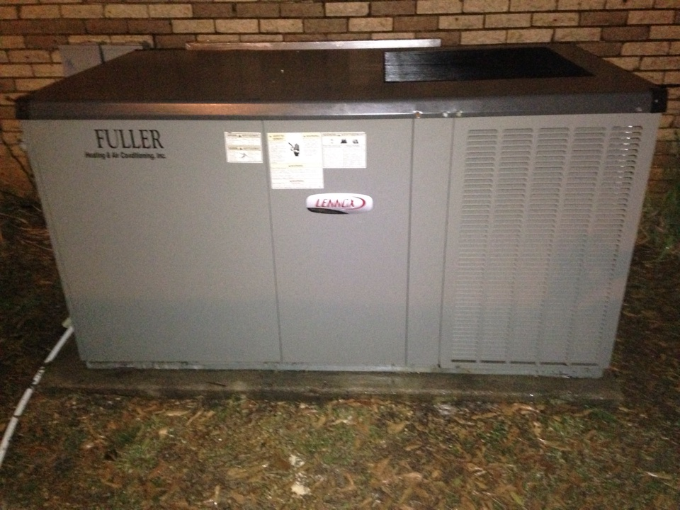 Red Bay, AL - Maintenance on a Lennox heat pump package unit