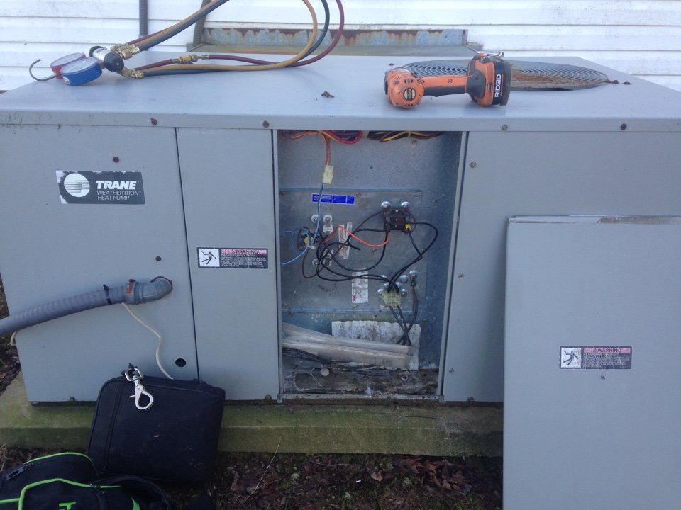 Iron City, TN - Unit not heating maintaining temperature on a Trane Package heatpump unit.