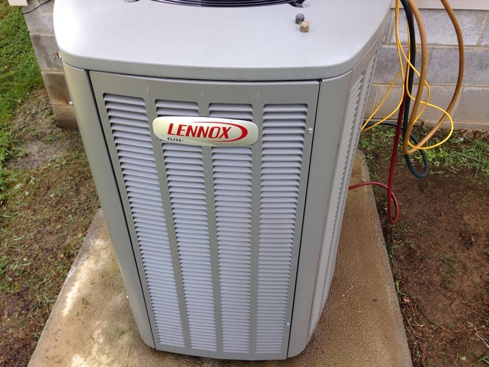 Lexington, AL - Performing maintenance on a Lennox Split Heat Pump.