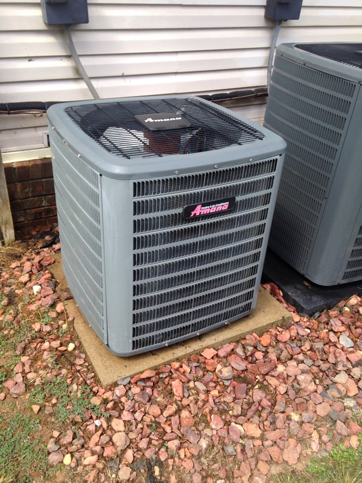 Hillsboro, AL - Air conditioning maintenance on a amana split system