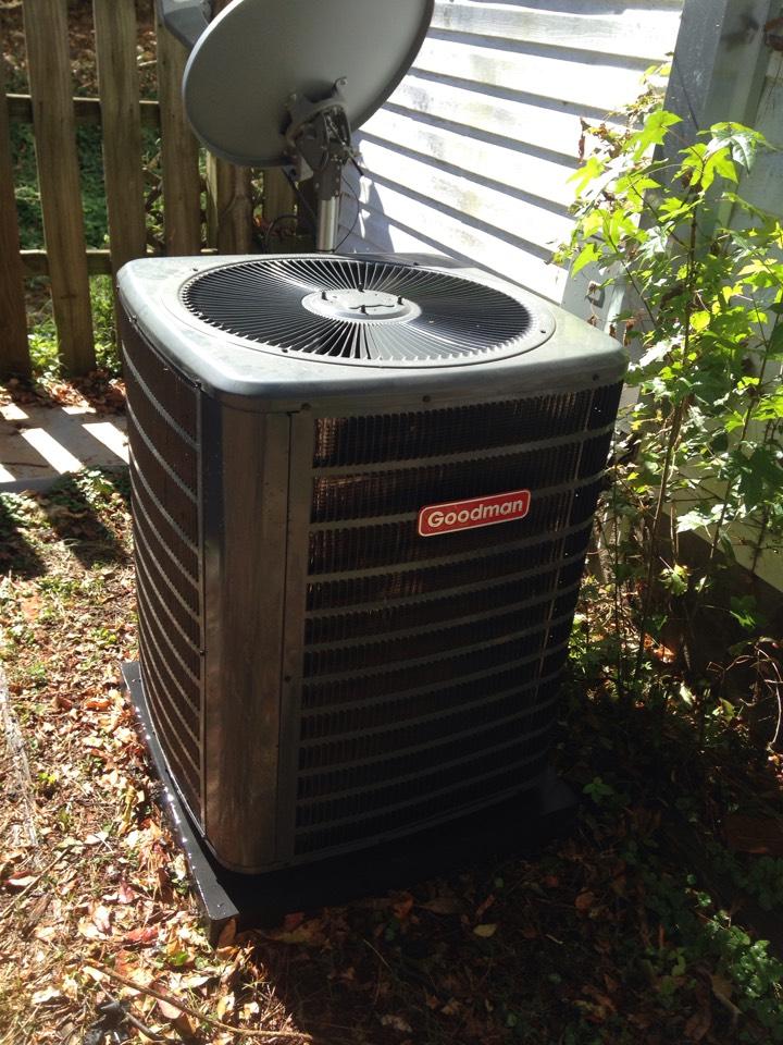Lexington, AL - Fall maintenance on a goodman split heat pump.