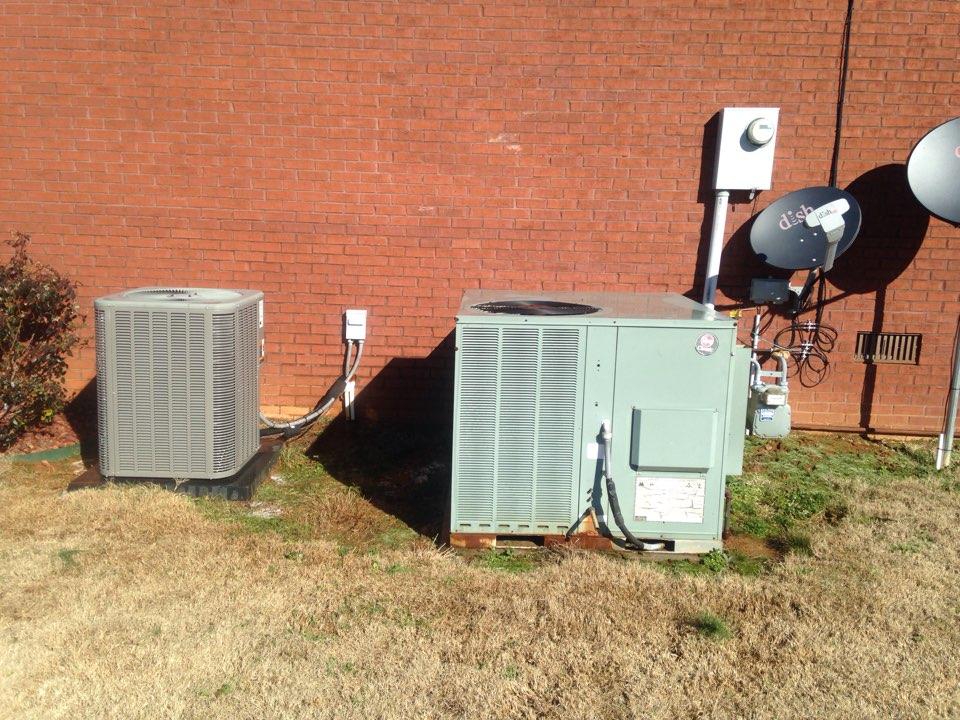 Lexington, AL - Two unit maintenance.  Gas pack and split heat pump.