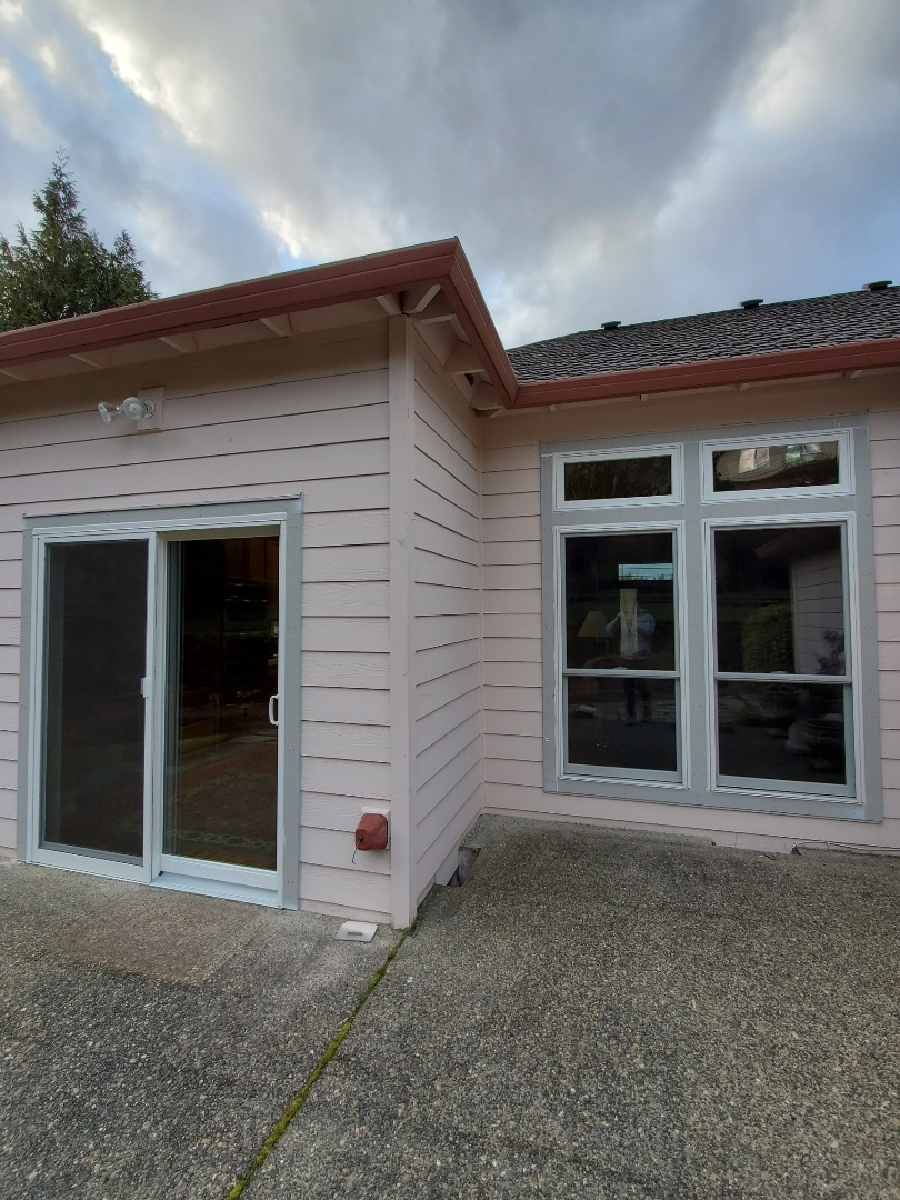Happy Valley, OR - We installed 8 windows in this amazing home.