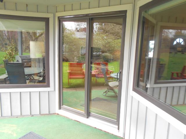 Springfield, OR - Replacing 6 windows and a patio door bronze on bronze.