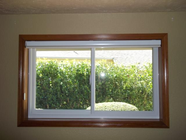 Springfield, OR - 2 cb standard wht/wht standard hw tempered laminate glass.