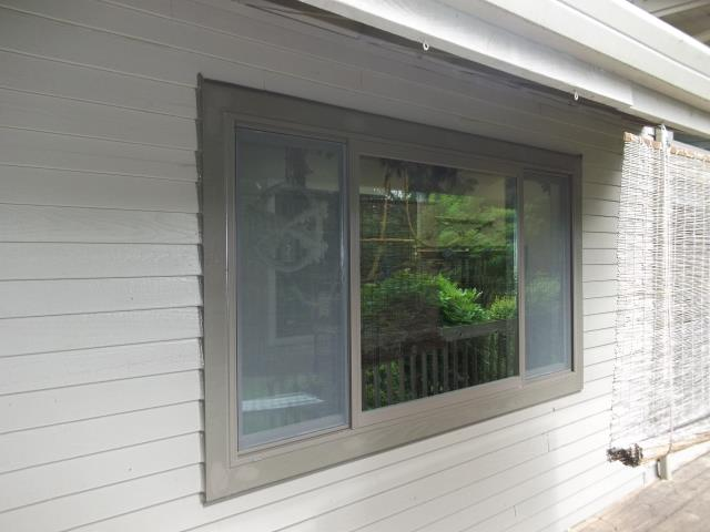 Oregon City, OR - 1  triple glider, terr ext / sandtone int. Terratone painted ext trim.