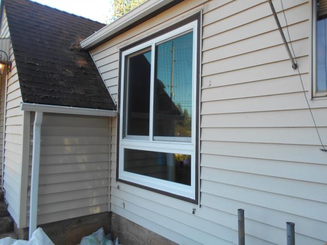 Oregon City, OR - We replaced the two front picture windows with a 1 glider over a tempered pw white and pine with stone hardware we are also doing a six panel smooth star non finished