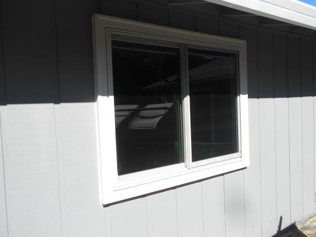 Oregon City, OR - 5 windows White/White. Truscene. Doing all the windows that are aluminum.