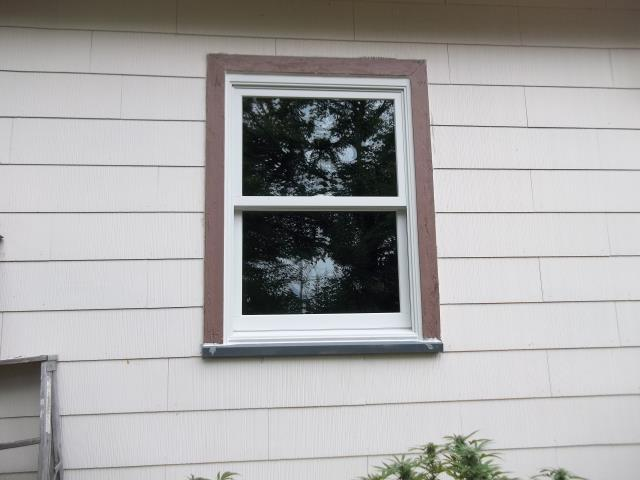 Oregon City, OR - 9 Windows and 1 2 panel slider. Mix of retro and cutbacks. Single color white with white.