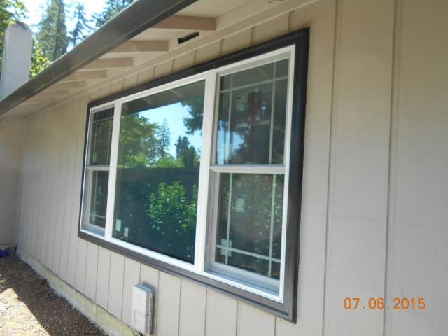 Milwaukie, OR - Replacing one large picture window with three white windows