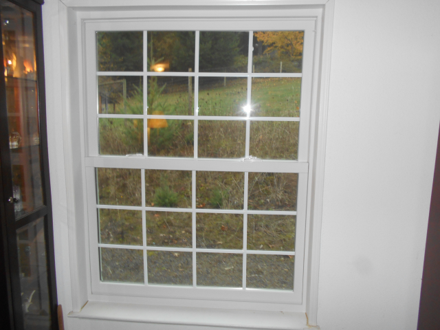 Hillsboro, OR - Replaced 6 windows. White interior/exteriors.