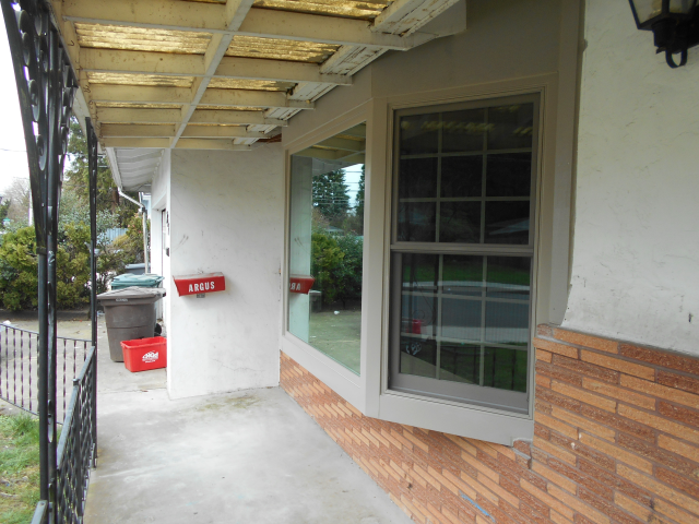 Hillsboro, OR - 8 aluminum windows replaced with fibrex windows. Color sandstone exterior/interior.
