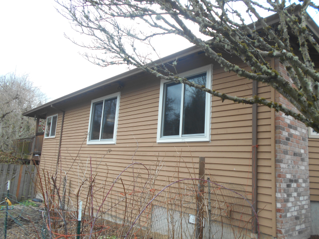 Gresham, OR - Replaced 5 double gliders. White exterior/interior with Truscene Screens.