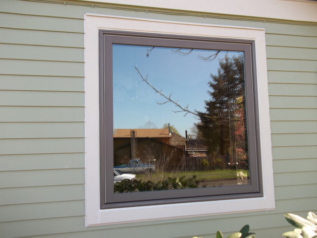 Gresham, OR - 6 vinyl windows replaced with fibrex windows. Terratone exterior/interior.