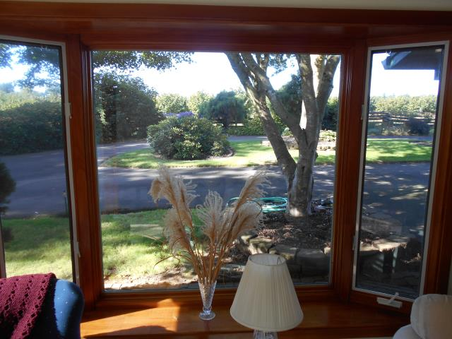 Aurora, OR - Here's a project we worked on replacing 11 windows and a patio door