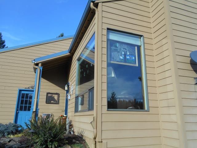Beavercreek, OR - Our professional contractors had a great time helping this homeowner with their 22 window replacement project, we also replaced a patio sliding glass door!
