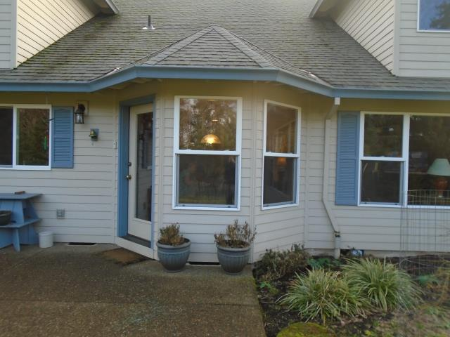 Beavercreek, OR - Our professional installers with Renewal by Andersen took extra care with this 22 window replacement project along with their 2 patio doors!