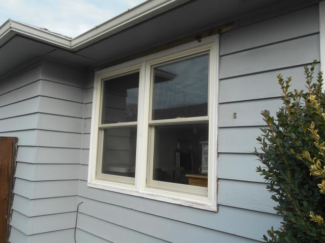 Gladstone, OR - We installed 16 gorgeous windows with a custom made window for this home in Gladstone!