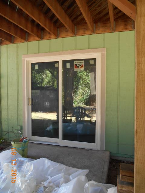 Hubbard, OR - We installed 1 Awning window, 1 Gliding Glass Patio Door, and 5 Glider windows in this Hubbard Home!