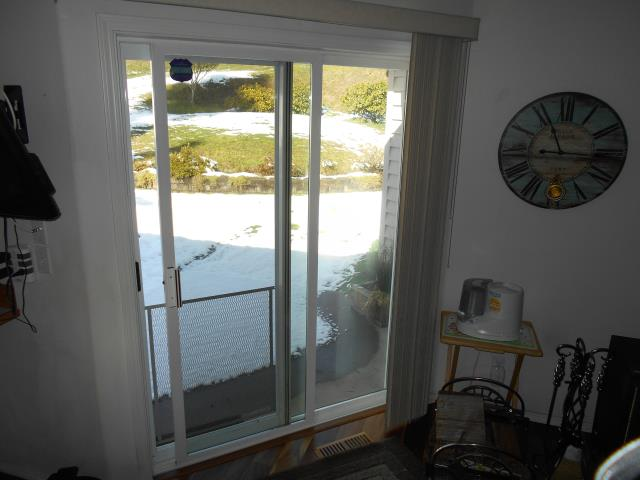 Oregon City, OR - We installed 1 patio door and a custom window for this Oregon City Home!