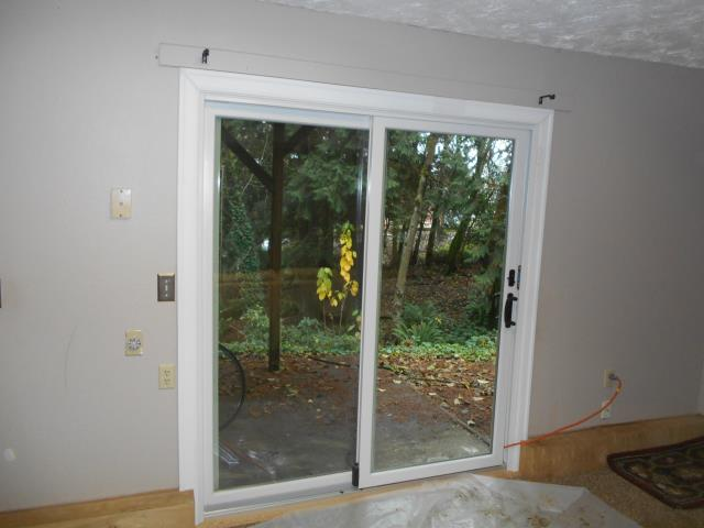 Rainier, OR - Our professional installers replaced 13 windows and 2 great patio doors in this amazing Rainer, OR home!